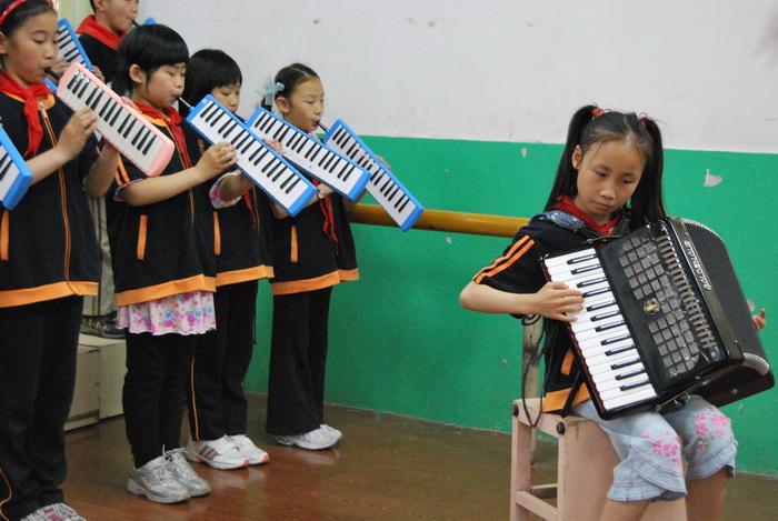 9年5月12日三年级口风琴比赛40